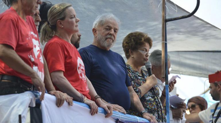Lula diz ao PT que fique à vontade para decidir sobre candidatura